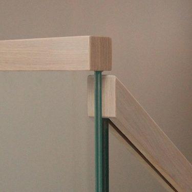 trapp-boltet-glass-med-eik-handloper-2